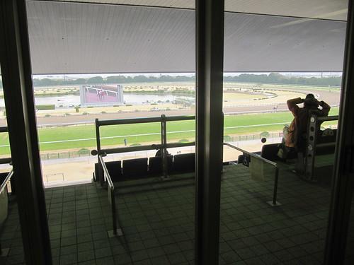 京都競馬場4階のスタンド出入り口
