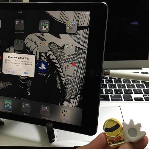 iPad ProにApple Pencilを差す。Bluetoothがオンになってないとアラートが出ます。