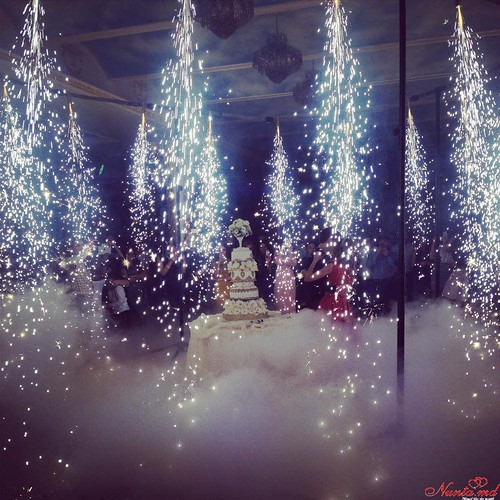 Show de lumini, fum, balonașe de săpun, laser, focuri de artificii - totul pentru o petrecere vie.  > Foto din galeria `Principala`
