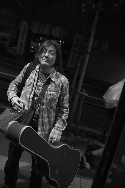 O.E. Gallagher after the show at Club Mission's, Tokyo, 30 Apr 2016 DSC00440-2