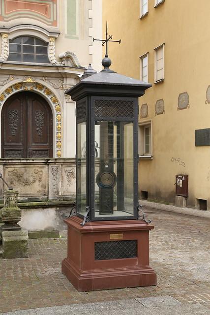 Fahrenheit monument.