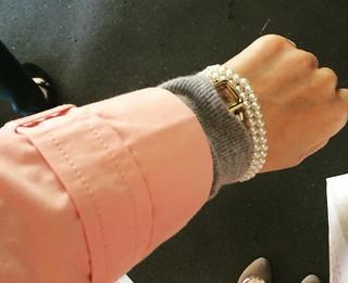 ピンクトレンチ腕