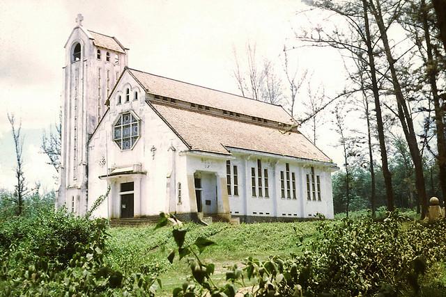 Nhà thờ Quản Lợi, 1969 - Photo by Trobrough
