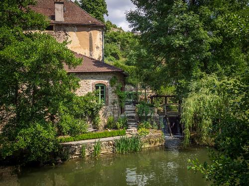 travel france europe burgundy bourgogne semurenauxois côtedor riverarmançon