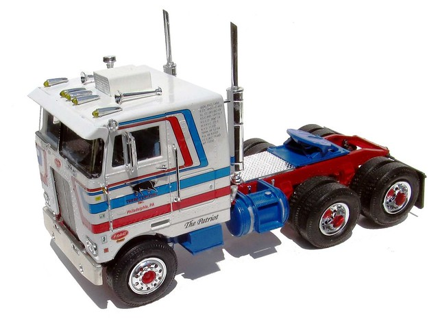 Peterbilt Cabover Pacemaker 352 1:25 Scale AMT Model Kit #759 Review