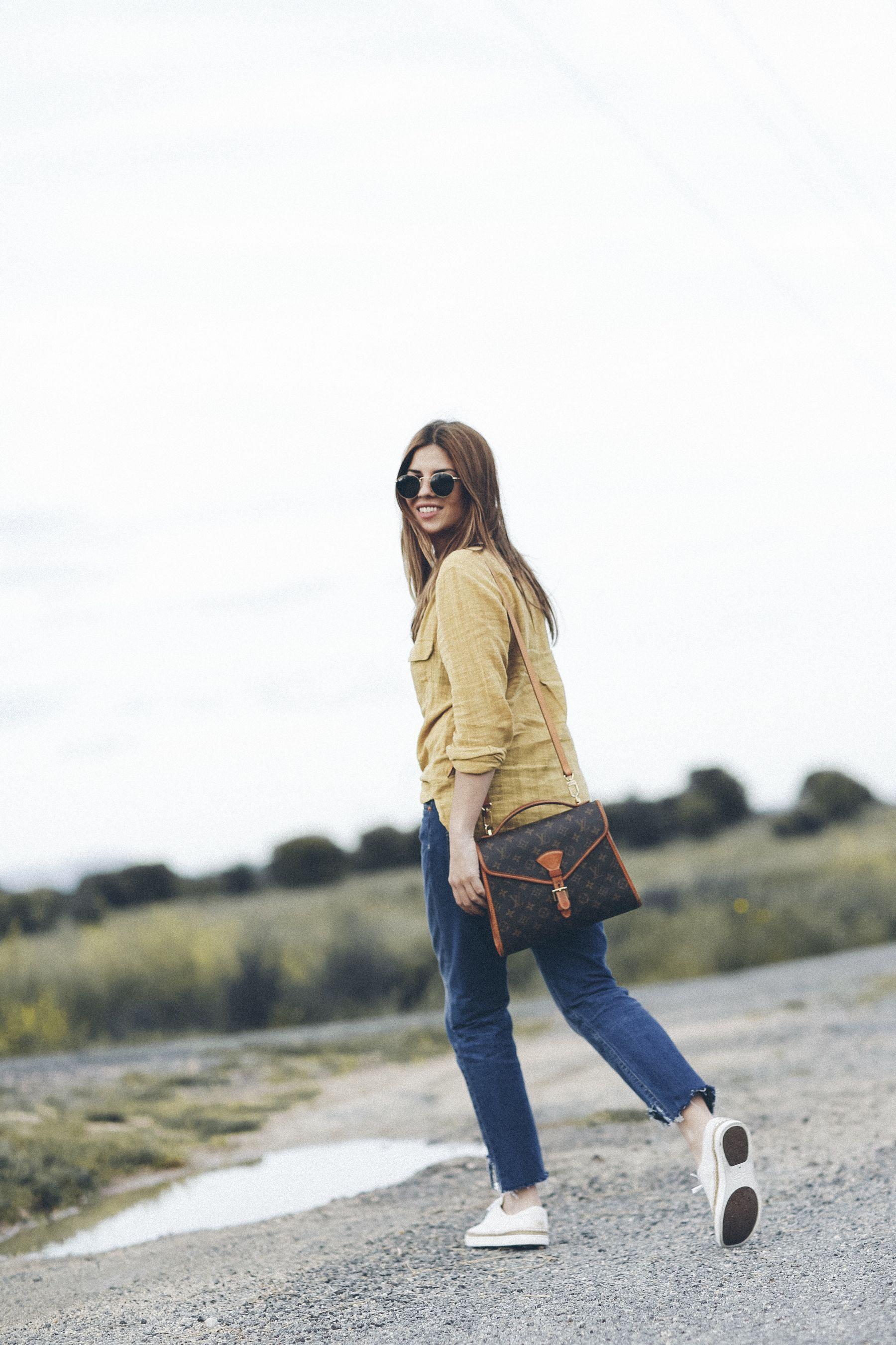 zapatillas sneakers ugg australia outfit look primavera spring camisa mango vaqueros jeans boyfriend oversize levis Rayban gafas de sol sunglasses street style trendy taste bolso bag louis vuitton _5