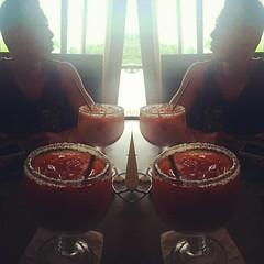:D Yaaay 🙌 my michelada is babe.💕💋. Lmao 😝😍🍻 jk yup competing das squish :) mmmm #michelada #modelo #oysterbar #oysters #dfw #tx #drink #drank #drunk
