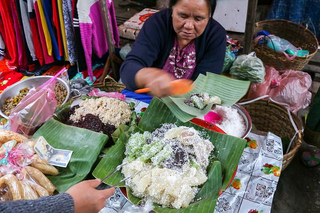 Lao sweets shop in the market, Luang Prabang, Laos ルアンパバーン、市場のラオススイーツ屋