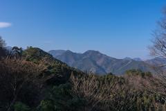 子ノ権現手前にて越えてきた伊豆ヶ岳・古御岳を眺める