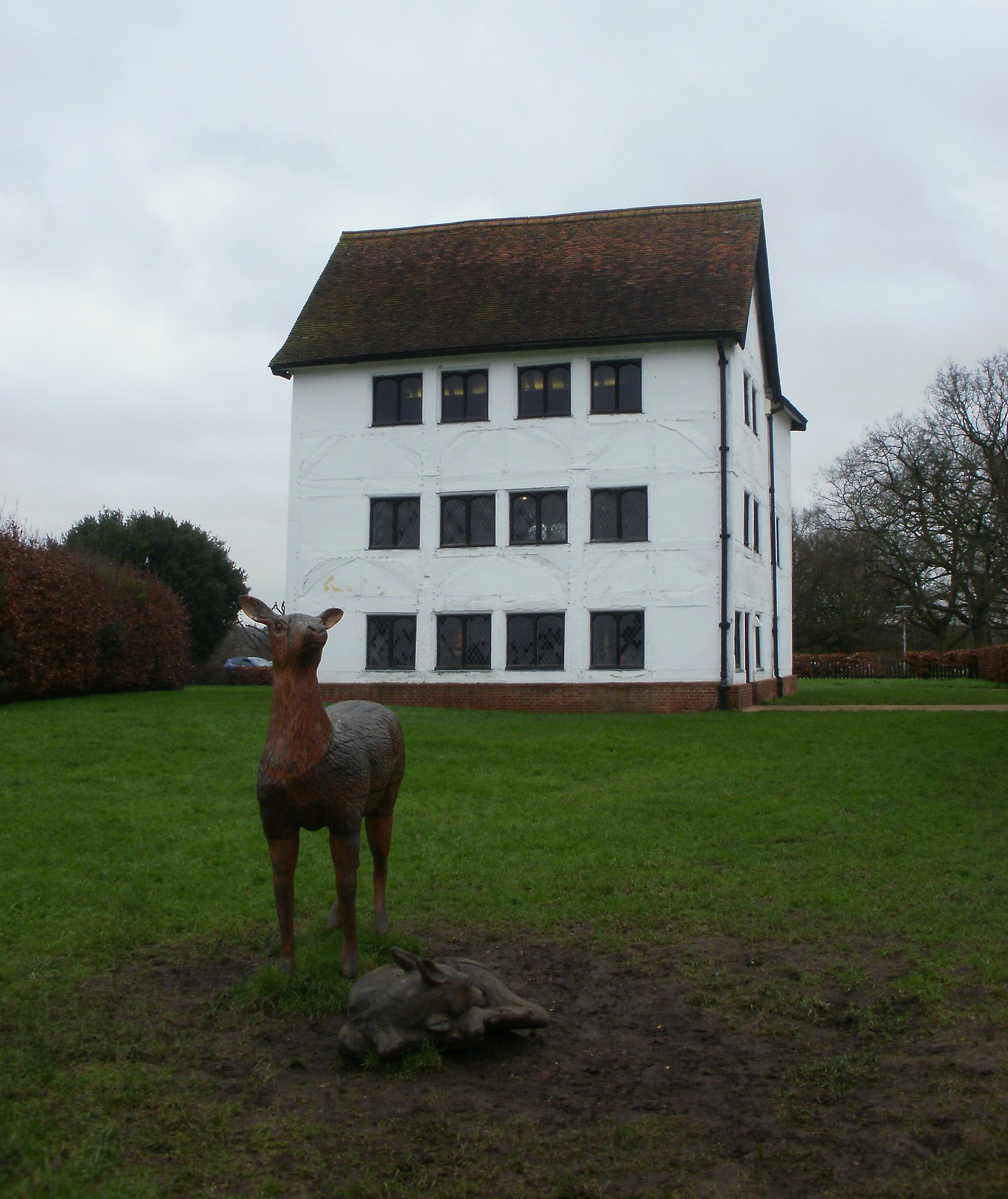 Elizabeth I lodge and deer statues Chingford OLYMPUS DIGITAL CAMERA