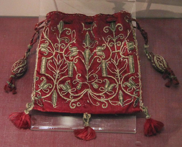 Women's bag, silk purse embroided with gild thread, drawstring of pleated silk with tassels, France, ca 1600