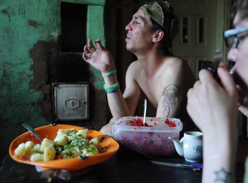 戰鬥民族沈浸在性與毒品中的青春紀實:嗨皮就好3