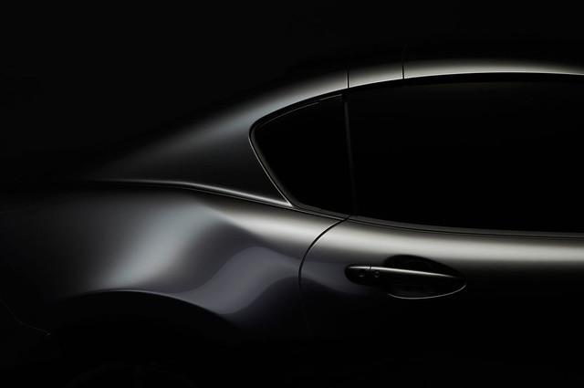 2017-Mazda-MX-5-Miata-RF-profile-character-line-closeup