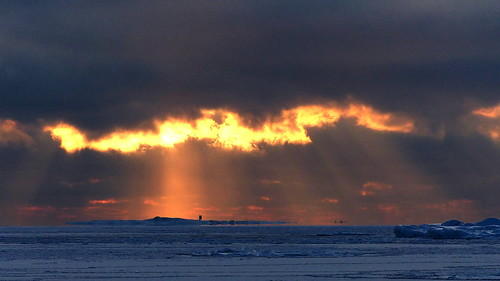 winter sunset sea sky cloud sun snow cold clouds finland geotagged island helsinki january halo balticsea helsingfors fin 2016 fatamorgana uusimaa nyland 201601 20160117 ulkosaaret utöarna helsinkieasternarchipelago geo:lat=6016582248 geo:lon=2517777448