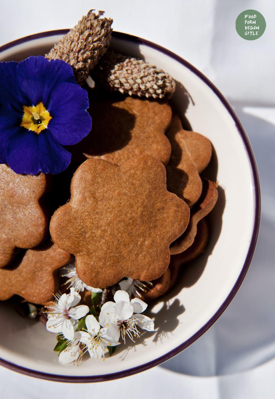 Vegan carob-lavender cookies/biscuits (gluten-free)