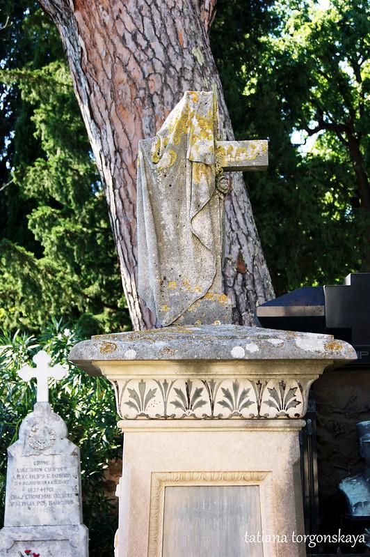 Крест на надгробном памятнике