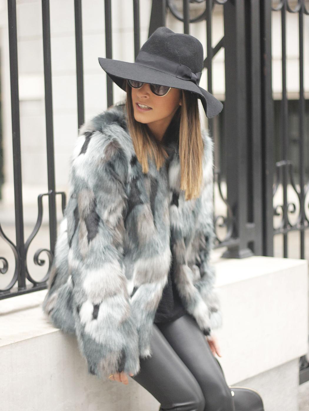 Faux fur coat leatherette pants booties black hat mango streetstyle fashion outfit08