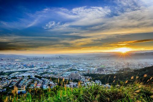sky sunlight building sunrise outdoors cityscape taiwan 台灣 晨曦 日出 shulin 大同山 戶外 datunmountain newtaipei 新北市 日芒 青龍嶺觀景台