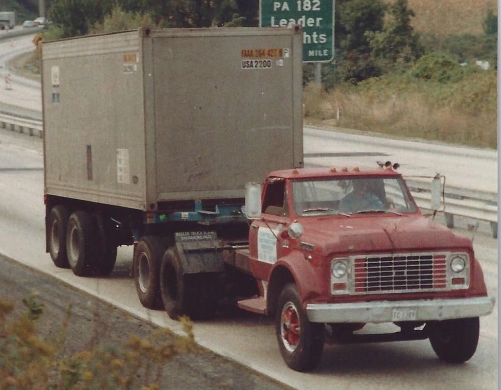 GMC medium | Early 80's shot of an old GMC medium tandem ...