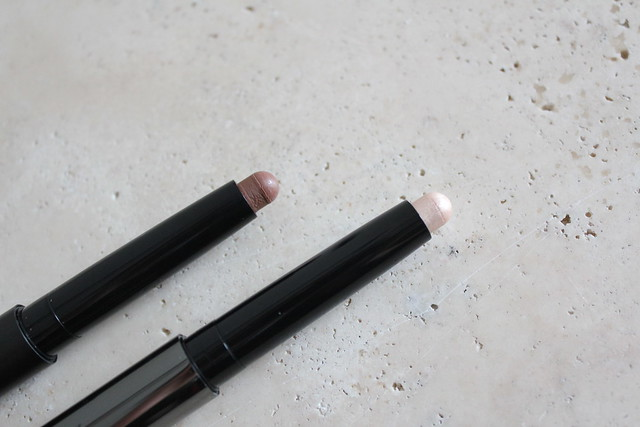 Burberry Face Contour Pen in Medium and Fresh Glow Highlighting Luminous Pen in Nude Radiance review and swatch