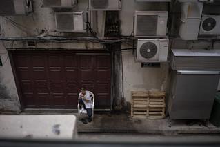 Break time in an alleyway, Singapore, November 2015
