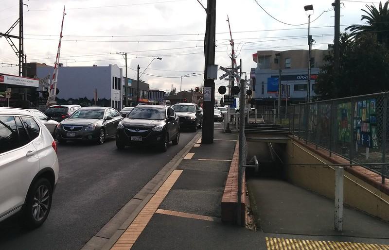 Koornang Road level crossing, Carnegie, August 2015