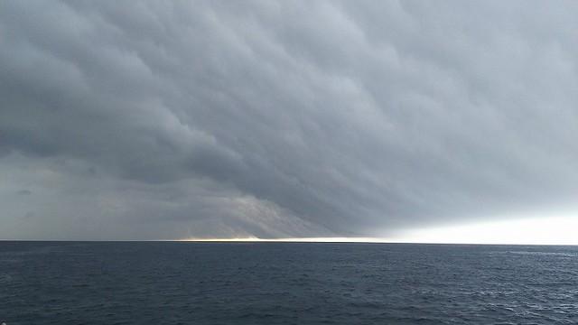 水面と雲の間が美しというかなんというか