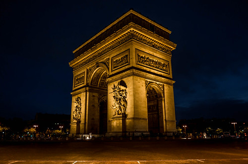 L'Arc de Triomphe by night