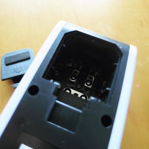 単四電池、もしくはUSBケーブルで給電。