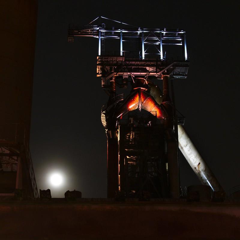 L'usine urbanisée de nuit 24637829636_b05ed8653f_c