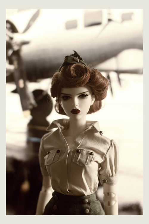 (Raccoon doll Lucy) Pinup militaire: veste, bottes, casque 25975915850_db59de8ca7_o