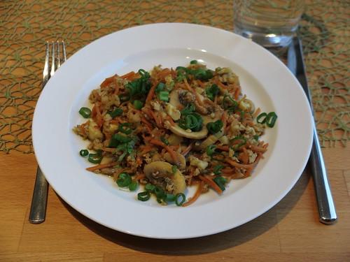 Falscher Bratreis oder vegetarische Asia-Blumenkohlpfanne (Teller)