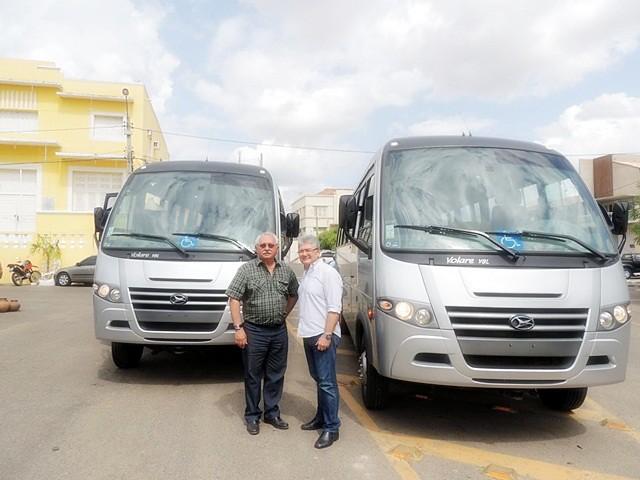 Prefeitura adquire  três veículos para a Educação