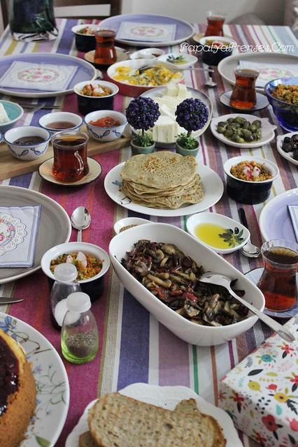 Zeynep de kahvaltı 016