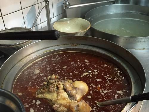 高雄小王牛肉麵的確是行!好好味的牛肉鍋吃完一鍋暖上一週讓我每個月都要來捧場才甘心.. (6)