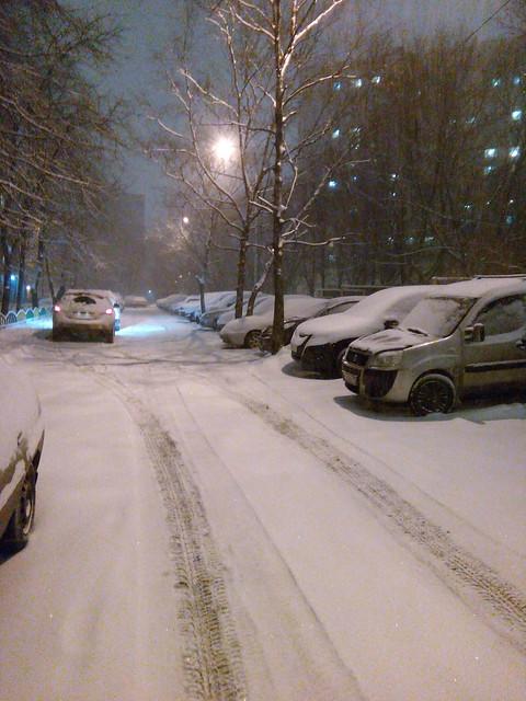 снегопад, засыпанный снегом двор | Хорошо.Громко.