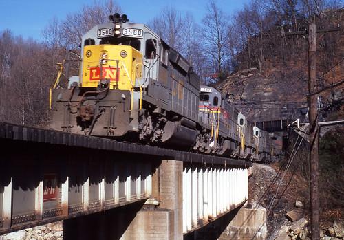 1979 12-18 1015 L&N SD40-2-3580 N/B at Big Stone Gap, VA