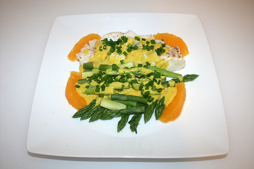 37 - Codfish with green asparagus in orange-curry-sauce - Served / Kabeljau mit grünem Spargel in Orangen-Currysauce - Serviert