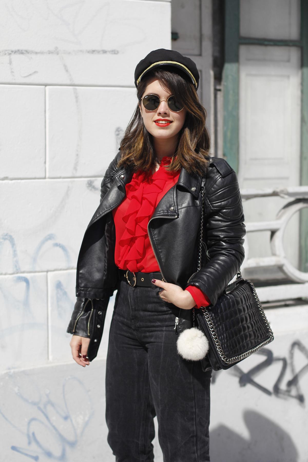 Blusa roja de la pipa de la paz confeccionada en galicia con mom jeans y gafas redondas rayban streetstyle 9