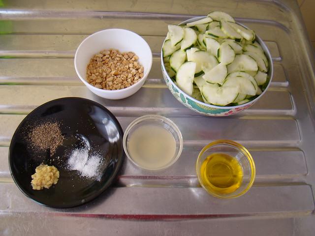 Salada de Pepino, Castanha de Caju e Gengibre