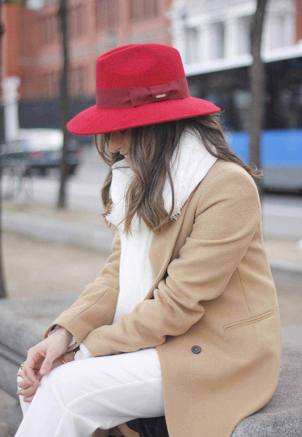 Camel Coat Red Hat Black Heels White pants streetstyle outfit11