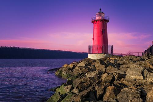 nyc sunset lighthouse newyork photography nikon manhattan scenic hudsonriver february georgewashingtonbridge 2016 littleredlighthouse d610 1635mm fortwashingtonpark tomreese wowographycom 4655996