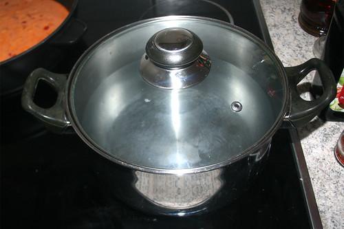 47 - Wasser für Nockerl aufsetzen / Put on water to boil