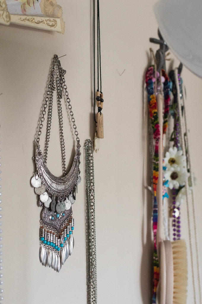 boho and bohemian decoration ideas with jewelry