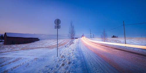road longexposure blue winter sunset sky snow building ice field lines car sign barn suomi finland dark landscape evening march countryside scenery view dusk country headlights pole clear roadsign hay lumi talvi jää lightstream lato