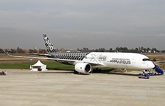 Airbus A350-900 MSN002 FIDAE2016 (RD)