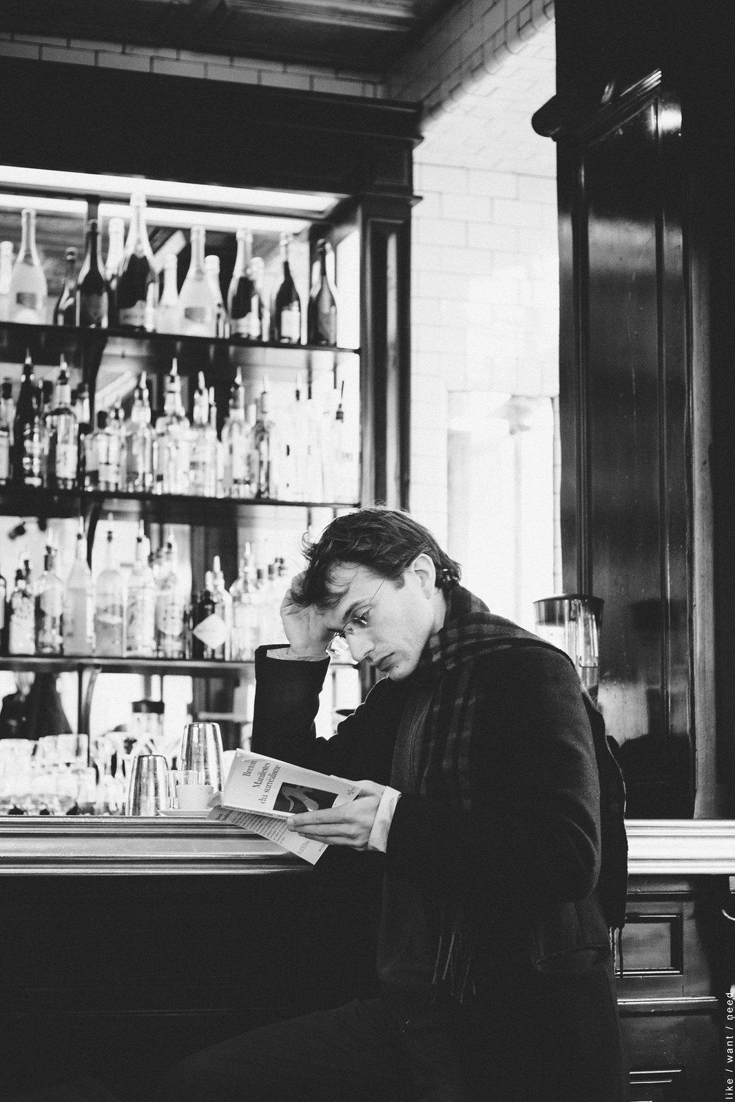 Homme qui lit