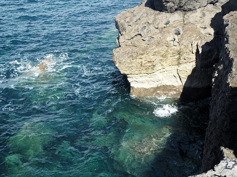 babycliffsP4160988, babycliffsP4160978, baby cliffs, the baby cliffs of moher, pikku rantakalliot, pikku jyrkänteet, atlantti, atlantic ocean, atlantin valtameri, aranin saaret, aran saaret, aran islands, view, näkymä, sea, meri, jyrkänne, kallio, luonto, nature, kirkas vesi, clear blue water, aallot, waves