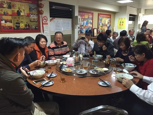 高雄小王牛肉麵的確是行!好好味的牛肉鍋吃完一鍋暖上一週讓我每個月都要來捧場才甘心.. (4)