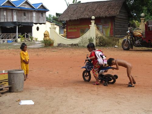 Sihanoukville: n'ont-ils pas l'air heureux les enfants d'Otres?